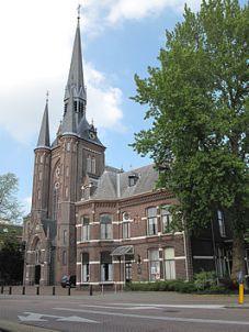 Zaandam,_de_Sint_Bonifactuskerk_foto6_2011-_04-17_16_14